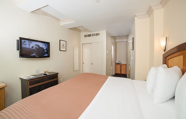 deluxe king room with city view hotel mulberry. Black Bedroom Furniture Sets. Home Design Ideas