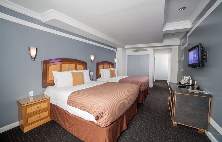 deluxe queen room with two queen beds city view hotel. Black Bedroom Furniture Sets. Home Design Ideas